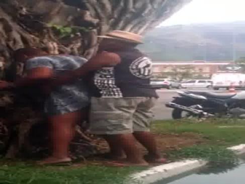 Flagra na rua no RJ – Botafoguense faz sexo na rua