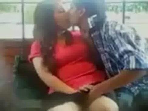 Flagrando casal namorando