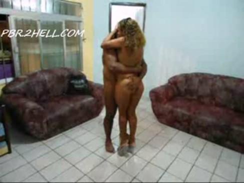 Amigo ajuda casal - http://www.videosnacionais.com