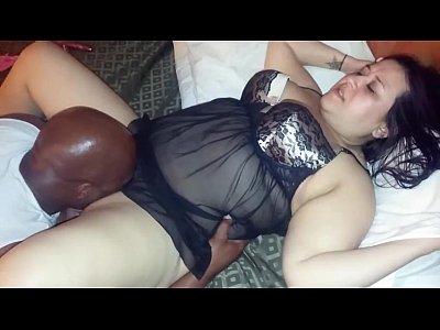 Marido filmando a mulher trepando com um negao