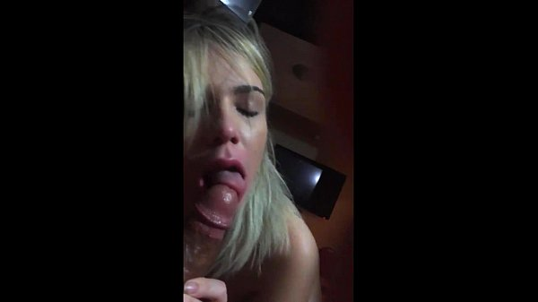 Flavia fazendo um boquete