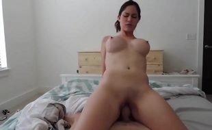 Incesto porno com Mãe gostosa rebolando na pica do pau do filho
