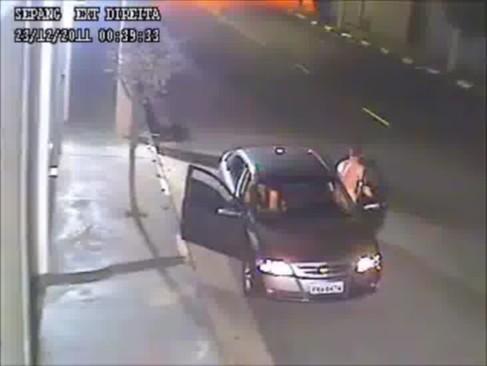 Casal amador flagrado pelas câmeras de segurança fazendo sexo no rua