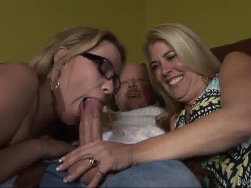 Minha amiga gostosa divertindo com o meu marido