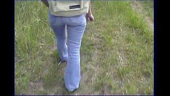 Novinha entrando na piroca no meio do mato